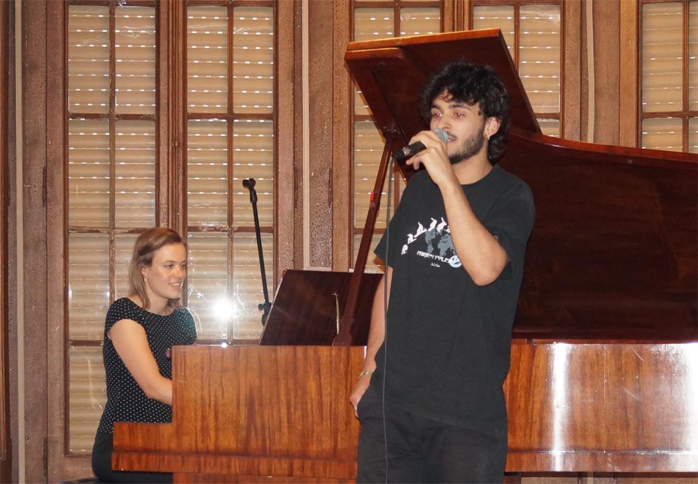 Modern singing presentation escola luthier de m sica - Casa luthier barcelona ...